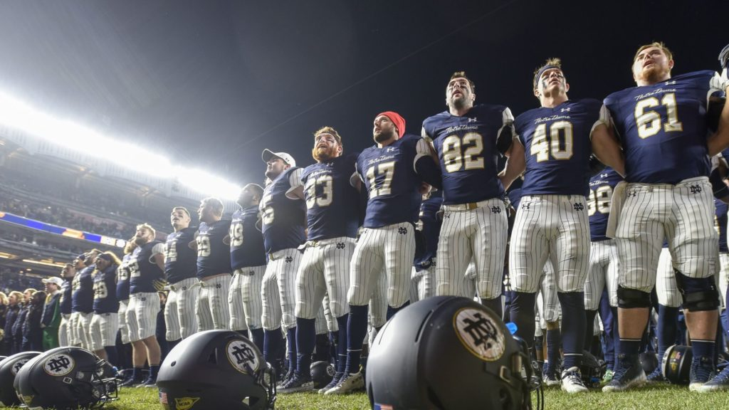 College Football, Week 12 – Notre Dame se rapproche des playoffs. West Virginia s'en éloigne.